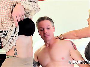mummy detective Alura Jenson 3some hookup