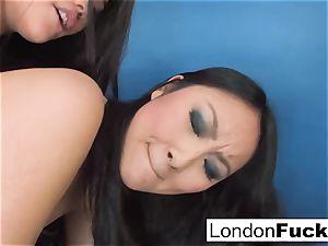London Keyes and Evelynn Linn have some girl-on-girl act