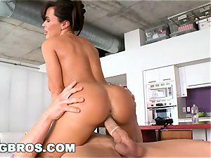 BANGBROS - Deep buttfuck massage for #1 porn industry star Lisa Ann