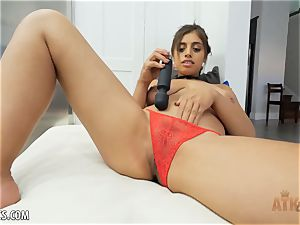 Exotic Ella Knox is smoking super-steamy playing with her fucktoy