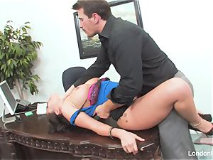chinese cutie London Keyes gets an office nail