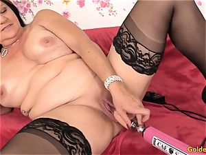 Mature Leylani cock pounded by a Machine
