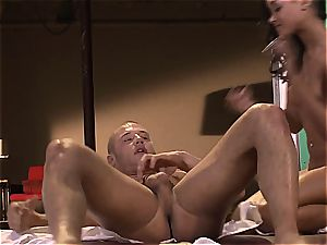 skin Diamond is on her knees praying to get penetrated