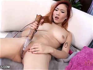 Lea Hart fingerblasting her moist cooch
