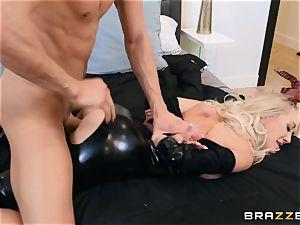 Brandi love pulverized in her raw slit