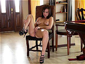 shuddering ejaculation for 18 year older Aidra Fox