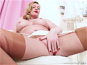 crazy light-haired cougar frigs edible labia in nylons stilettos