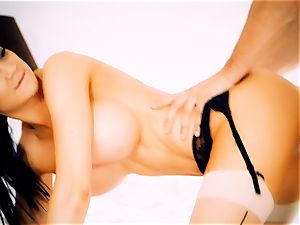Jasmine Jae slapping super-hot platinum-blonde maid Tamara Graceass after cuckold on the spouse