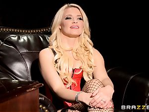 blistering ash-blonde Anikka Albrite demonstrates how she loves to ravage