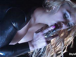 Shyla's uber-sexy smoking fetish taunt