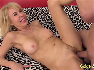 sumptuous blonde grandmother Erica Lauren stretches Her legs for a yam-sized lollipop